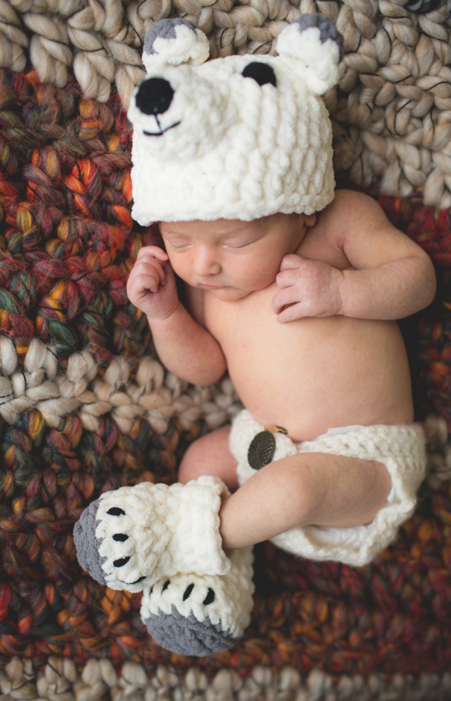 snowy baby polar bear hat & booties set - Crochet Pattern by Doriyumi