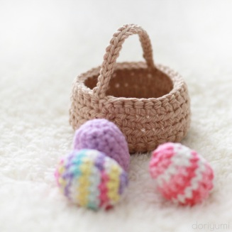 Basket of Eggs - free crochet pattern by DORIYUMI