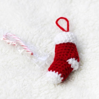 Mini Holiday Stocking - free crochet pattern by DORIYUMI